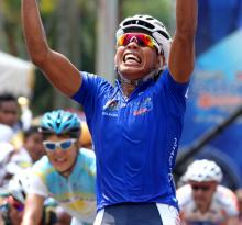 A delighted Anuar Manan (Geumsan Ginseng Asia) from Malaysia get his first ever stage of the Tour de Langkawi.