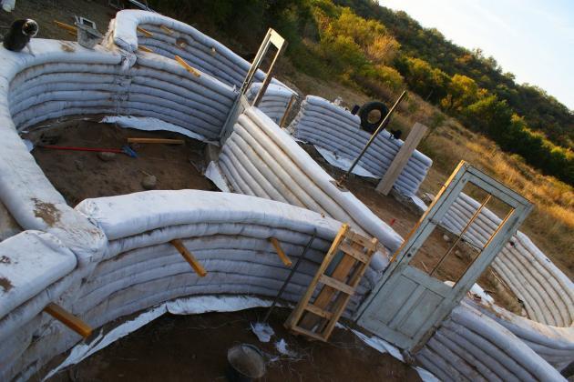 Construcci n de la casa de superadobe paso a paso for Construccion de casas paso a paso